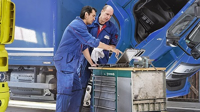Maintenance-and-check-up-Why-software-updates-for-trucks